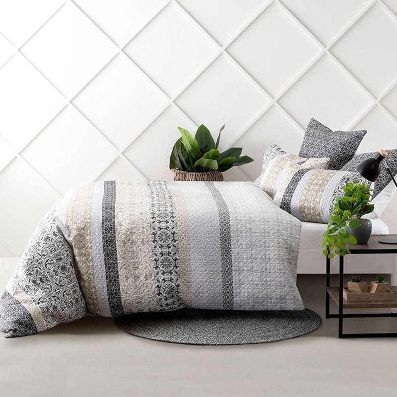 Mariana Duvet Cover Set (with Standard Pillowcases)