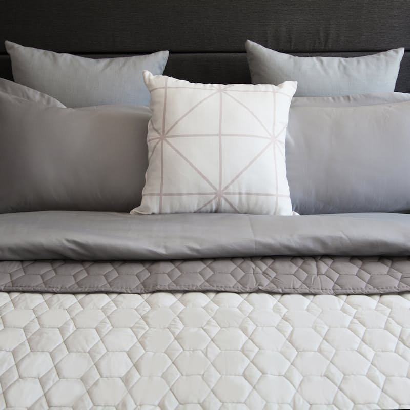 Luxurious Quilted Two-Tone Reversible Bedspread