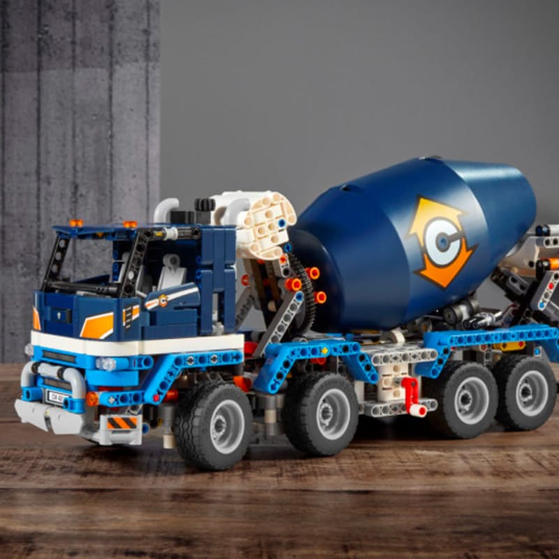 1163-Piece Technic Concrete Mixer Truck