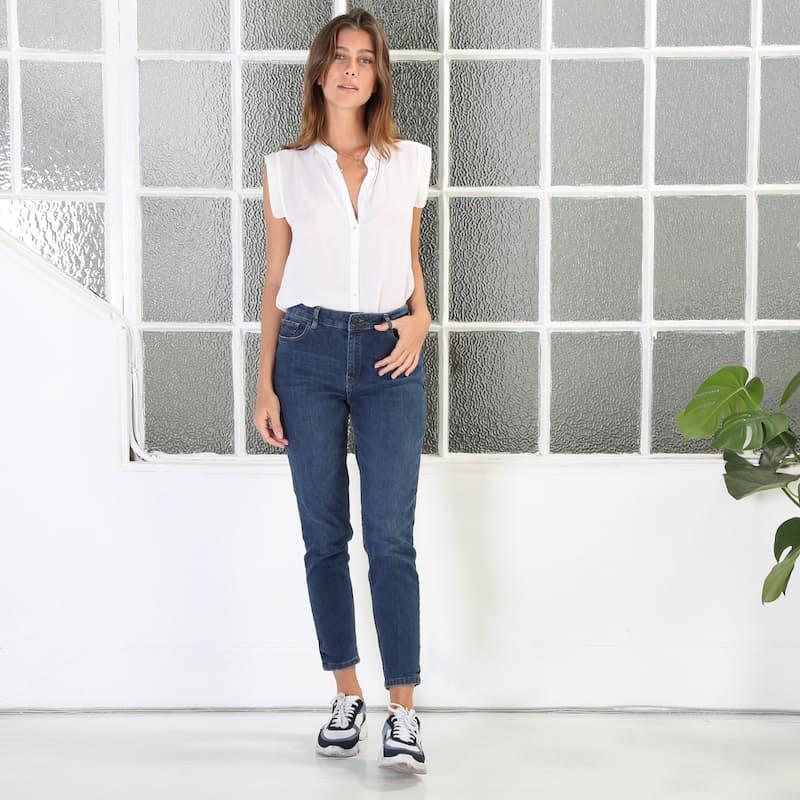 Ladies Mid-Rise Straight Leg Jeans