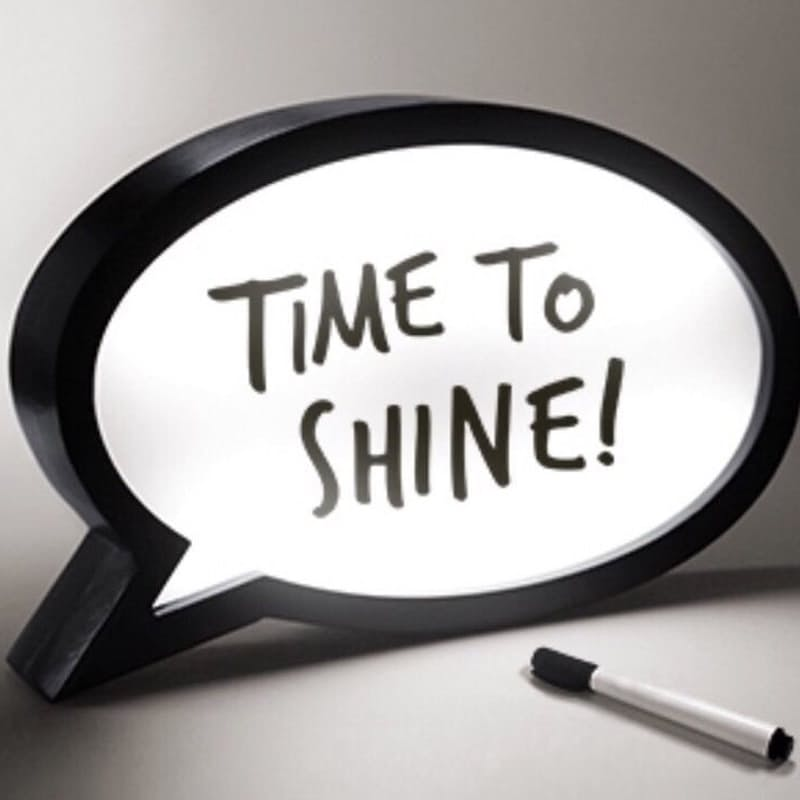 Wooden Speech Bubble LED Light Box with Dry-Wipe Marker