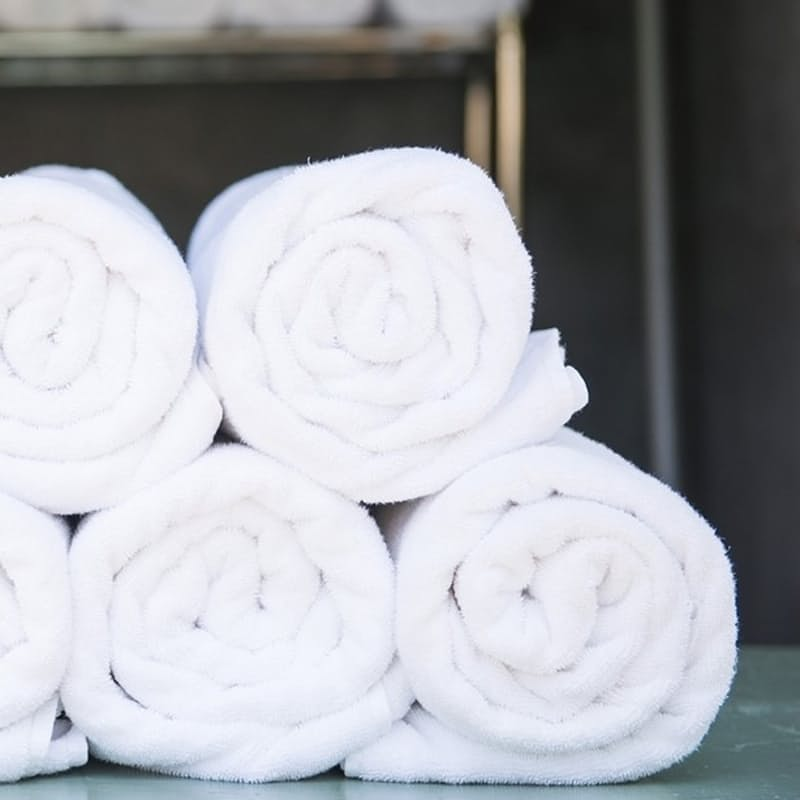 Pack of 2 Snagfree 485gsm White Hotel Hand Towels, Bath Towels and Bath Sheets